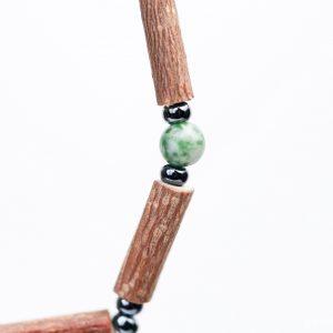 Гривна от лешниково дърво и зелен ахат - S10